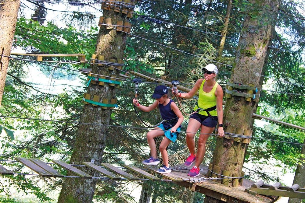 Tyroliennes et parcours dans les arbres